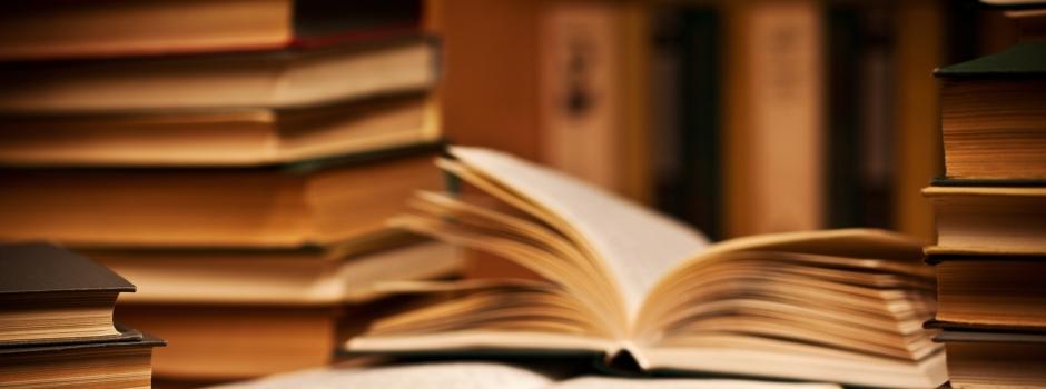 Bureau avec livres
